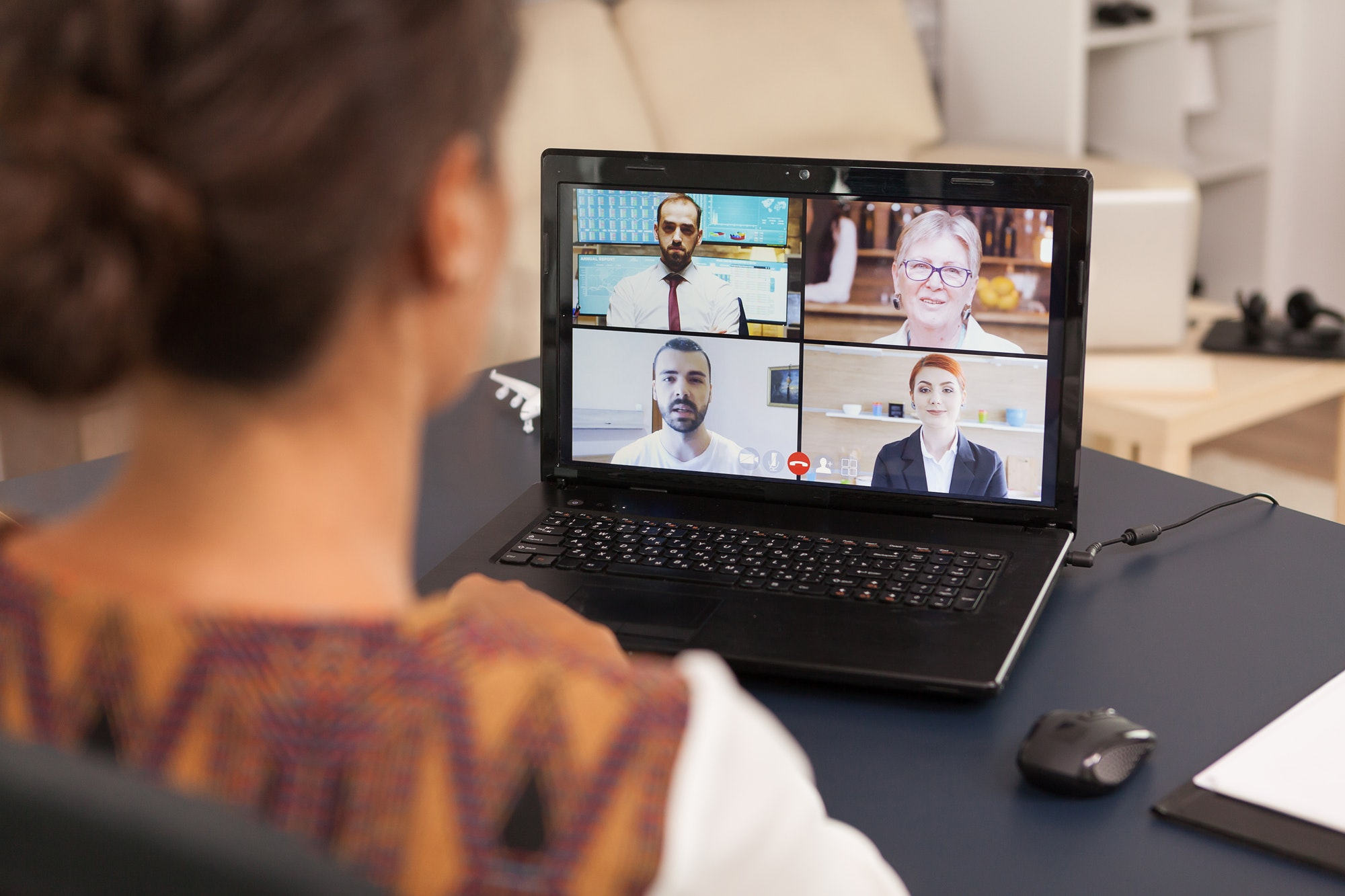 Jak rozwijać komunikację interpersonalną w pracy?